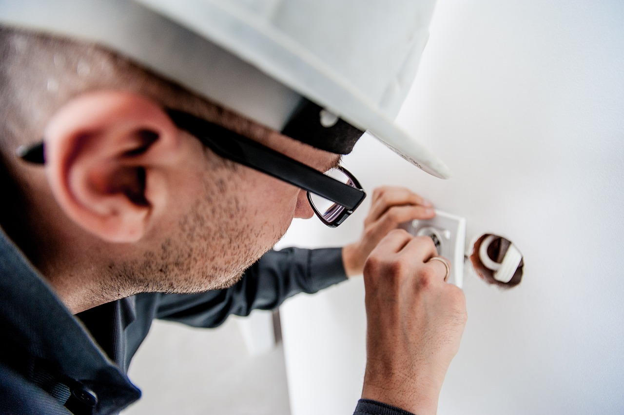 Осем домашни ремонта, които и сами можете да направите и осем за, които ще ви е нужен майстор